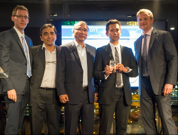 Photo shows Smart e-Money president and CEO Orlando Vea (center) and Smart e-Money chief operating officer Benjie Fernandez (2nd from left) receiving an award for SmartNet in Barcelona. The same team led by Vea and Fernandez developed the LockByMobile solution, which was also launched at the MWC