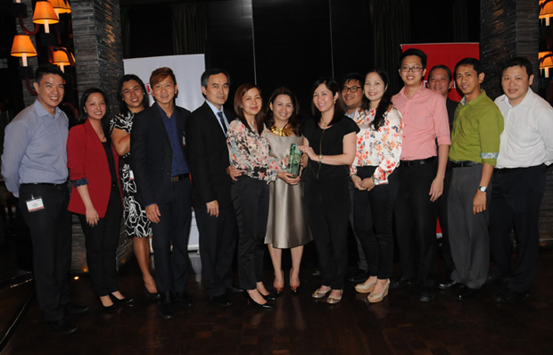 Photo shows (L-R), Alvin Dalmacio, channels manager, Oracle Philippines; Debbie Que, channels manager, Oracle Philippines; EJ Garcia, VAD manager, Oracle Philippines; Patrick Tan, sales director, OFM Oracle Philippines; Sinsun Chew, vice president alliances and channels, Oracle Asean; Svet Paner, assistant vice president, enterprise and technology group, MSI-ECS; Mina Lim, managing director, Oracle Philippines; Myra Valenzuela, assistant sales and marketing manager, MSI-ECS; Joseph Lluisma, country sales director, Oracle Philippines; Miah Velarde, Oracle SW product manager, MSI-ECS; EJ Apuli, Oracle HW product manager, MSI-ECS; Patrick Ho, senior director alliances and channels, Oracle Asean; Tom Pascual, assistant vice president, MIS and Support group, MSI-ECS, and Dennis Sze, Exadata sales director, Oracle Asean