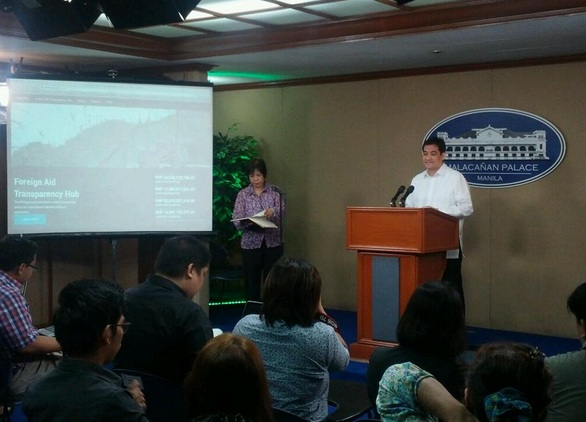 Presidential spokesperson Edwin Lacierda announcing the launch of the new site in a press briefing in Malacanang. Photo credit: PIA