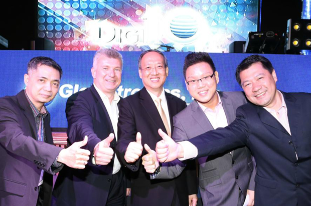 From left: Globaltronics COO Nato Agbayani, Philips Asia Pacific sales director Rob Fowler, Globaltronics chairman and CEO William Guido, Globaltronics creative and network operations director Wilmer Guido, and Globaltronics vice president Jimmy Tang