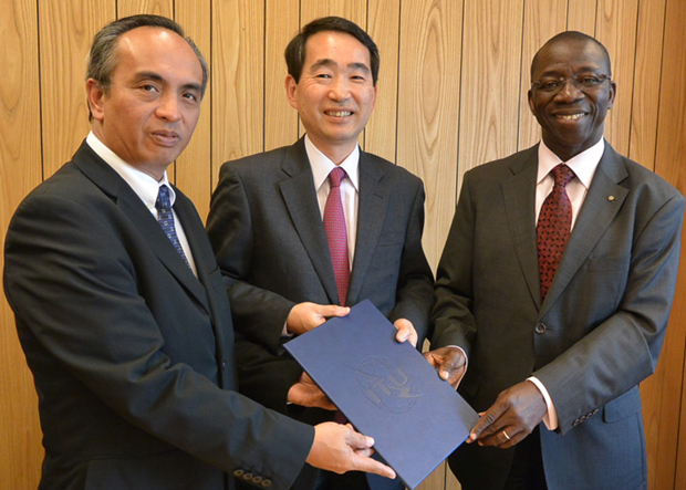 ICT Office chief Louis Casambre (left) is shown with Japanese Ministry of Internal Affairs and Communications director-general for international affairs Soichiro Seki (center), and ITU?s Brahima Sanou (right), after the signing of the cooperation agreement for the development of the MRDU