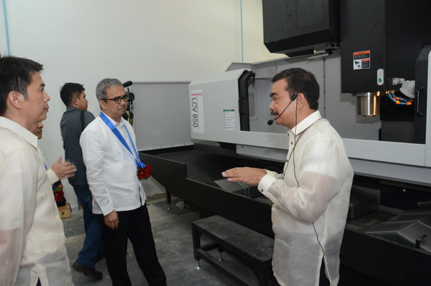 DOST sec. Mario G. Montejo (middle) checks out the brand new die making machine during the launch of the Die and Mold Solution Center in Taguig City. Also in photo are DOST assistant secretary Robert Dizon (left) and DMSC project leader Fred Liza