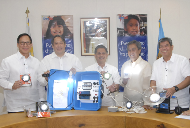Photo shows (from left) Stiftung Solarenergie Foundation (StS) treasurer Joselito Sibayan, StS chairperson Jim Ayala, DepEd secretary Armin Luistro, StS vice-chairperson Vicente Perez Jr., and DepEd undersecretary for External Linkages Mario Deriquito