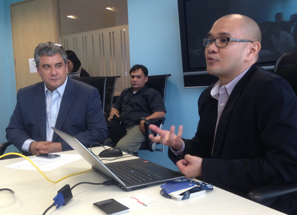 NetSuite for Asia Pacific and Japan principal product manager Jan Alvin Pabellon (right) demonstrating the new UI with NetSuite Philippine chief James Dantow