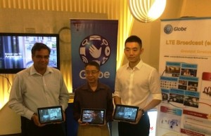 Globe showcases its LTE-CA technology with speeds of up to 220 Mbps and the new LTE Broadcast (eMBMS) in a demo led by (left to right) Globe head for network technologies strategy Manny Estrada and senior advisor for product planning Ashish Pilani together with Huawei senior account manager Jordy Cao