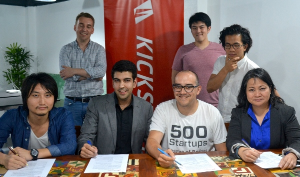 Photo shows during the contract signing (from left):  Koichi Saito, director of IMJ Investment Partners (Japan); Farouk Meralli, CEO and founde of mClinica; Dave McClure, founding partner of 500 Startups; and Minette Navarrete, president of Kickstart Ventures. Behind them  are (L-R) Christian Besler, vice-president of Kickstart; Kaspar Zhou, principal of 500 Startups; and Khailee Ng, managing partner of 500 Startups