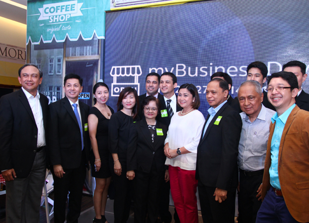 Photo shows Globe EVP and COO Gil Genio (left) and senior vice president for Globe myBusiness Martha Sazon (middle, in white blouse) members of the Association of Filipino Franchisers Inc. (AFFI) during the myBusiness Day event held at the Globe Tower in BGC
