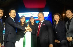 PLDT SME Nation, Samsung and Microsoft forging their partnership: (l-r) PLDT SME Nation AVP and Head of SME and Marketing Amil Azurin, Samsung Philippines Managing Director Harry Lee PLDT First Vice President and Head of SME Business Kat Luna-Abelarde, Microsoft Philippines Director for Small, Midsize Solutions Partners Diana Tibbs, PLDT Executive Vice President and ePLDT President and CEO Eric Alberto, Samsung Philippines Enterprise Director Irene Catane, Samsung Philippines Business Manager James Kwon, and Microsoft Philippines Business Group Lead Tovia Va'aelua.