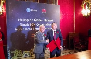 Globe Telecom president and CEO Ernest Cu shakes the hand of David Wang, president of Huawei Wireless Product Line after signing the SingleSON cooperation agreement in Barcelona, Spain.