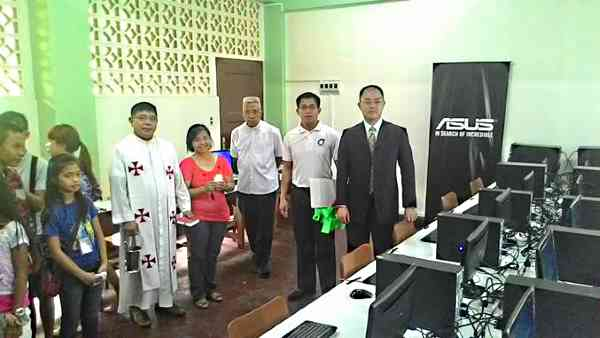 Asus PH country manager  George Su (right) in seen during the inauguration of the facility