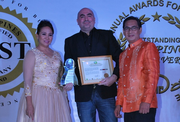 From left to right: Imelda Balunes, Golden Globe Annual Awards vice president, Frederic Levy, Cash Cash Pinoy founder and CEO, and Ramon Juanito Balunes Golden Globe Annual Awards general manager