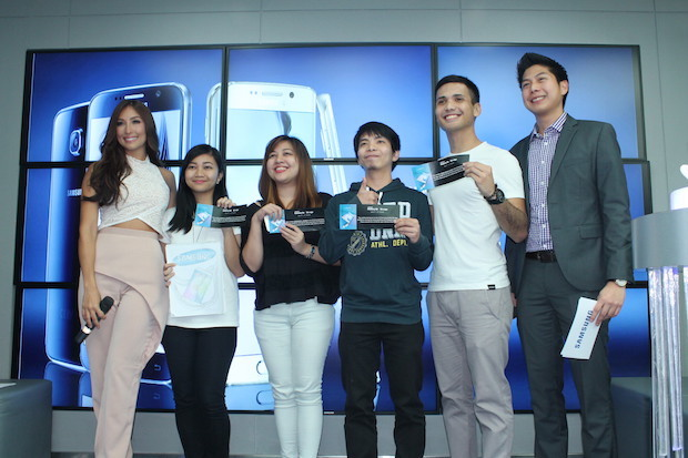 New Samsung ambassador Solenn Heusaff (left) poses with the first owners of the Samsung Galaxy S6 and S6 Edge during the media launch at the Samsung store in SM Megamall
