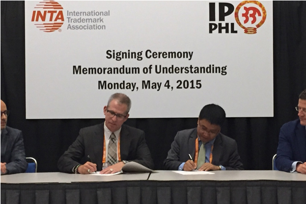 Signing the cooperation agreement are INTA president Scott Evans (left) and IPOPHL OIC-director general Allan B. Gepty