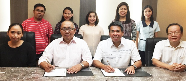 Fr. Generoso Ricardo B. Rebayla Jr., vice president for finance, University of San Carlos (seated, 2nd from left) and Luis Pineda, president and country general manager of IBM Philippines (seated, 2nd from right) are joined by Lenton Beltran, CEO of Perfect Star PC Shoppe, key administrators from the University of San Carlos, and IBM business unit heads