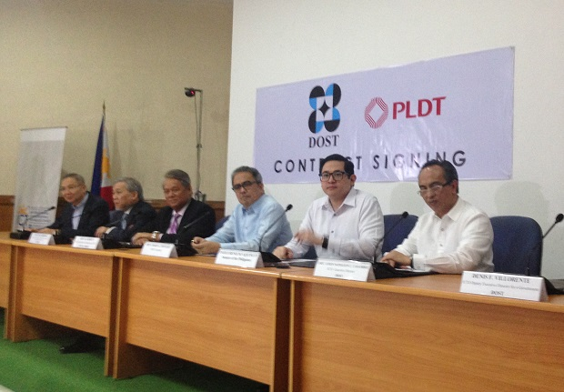 Sen. Bam Aquino (2nd from right) with top DOST and PLDT officials during the MOA signing