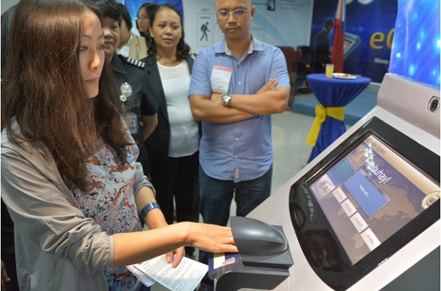 A foreigner tries out the Bureau of Immigration Information System (BIIS) E-Counter at NAIA terminal 3