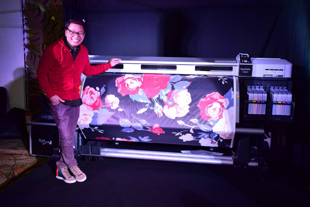 Designer Avel Bacudio with the F9270 digital textile printer