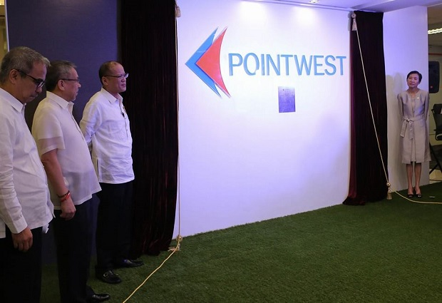 Photo shows (from left) DOST sec. Mario Montejo, DTI sec. Gregory Domingo, Pres. Aquino, and Pointwest president and CEO Beng Coronel