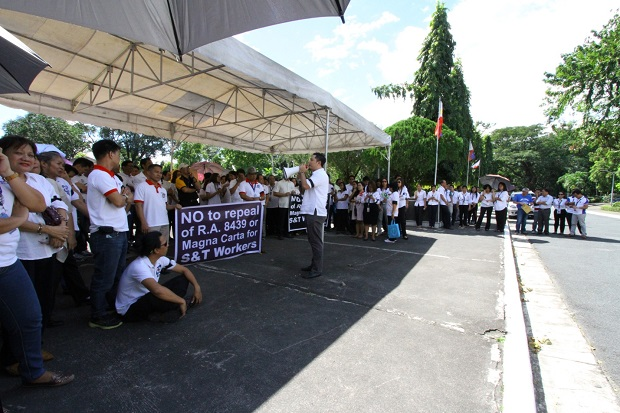 DOST employees gather for a lunchbreak rally to oppose the provisions under the new salary standardization bill of 2015 that will cut the S&T workers? benefits. Credit: Henry A. De Leon, DOST-STII