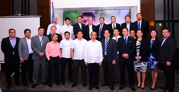 DOST-ICT Office undersecretary Louis Napoleon Casambre (middle, in white long sleeves) with execs from Internet service providers