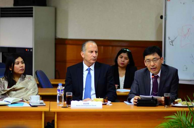 ADB consultant Clifford Beek (center) and senior public management specialist Seok Yong Yoon (right) during the kick-off ceremony event