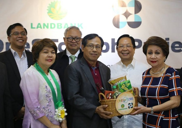 The MOU signing was held last March 14 at Landbank head office in Malate, Manila. Present during the event Landbank president Gilda Pico (right) and DOST undersecretary Urduja Tejada (2nd from left)