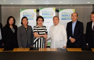 Photo shows Landbank president and CEO Gilda E. Pico and chairman of PLDT, Smart, Voyager Innovations Manuel V. Pangilinan seal the collaboration on the expansion of the Landbank Mobile Loan Saver (LMLS) program to cover salary loans for private sector employees as well as personal and business loans for overseas Filipinos, farmers and fisherfolk and owners of small and medium enterprises. With them are Lito Villanueva, managing director and head of fintech, digital inclusion and alliances at Voyager Innovations; Leila C. Martin, first vice president and head of lending program management at Landbank; Cecilia C. Borromeo, executive vice president and head for agricultural and development lending sector at Landbank; Orlando B. Vea, president and CEO of Voyager Innovations, and Eric R. Alberto, executive vice president and head of enterprise for PLDT and Smart