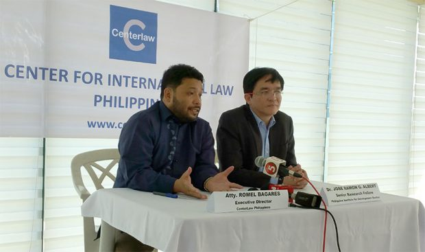 Lawyer Romel Barages of Centerlaw (left) and PIDS senior research fellow Jose Ramon Albert hold a press briefing on Monday in Makati City after a formal demand letter was sent to the Comelec regarding the massive data leak