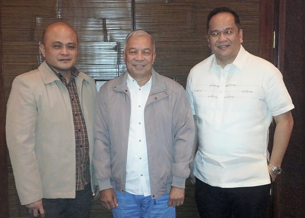 Bureau of Customs (BOC) commissioner Alberto D. Lina (center) is flanked by Microsoft Philippines director for public sector Ferdie Saputil (right) and BOC deputy commissioner for management information system and technology (MIST) group Dennis B. Reyes
