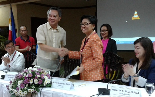 Agusan del Sur governor Adolph Edward G. Plaza (left, standing) sealing the deal with CSC chair Alicia dela Rosa-Bala