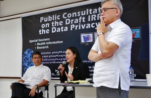 File photo shows NPC commissioner Raymond Liboro (right, standing) with deputy commissioner Dondi Mapa and Ivy Patdu.  Photo credit: FMA