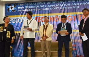 Ormoc City mayor Richard Gomez (2nd, left), speaks with Dr. Rowena Cristina Guevara, undersecretary for R&D of the Department of Science and Technology (DOST) as they await the start of the DOST-8 Regional Technology Transfer Day at Ormoc City Superdome on September 14. Others in photo, from the middle, are DOST Undersecretary for regional operations Anthony Sales, DOST-8 regional rirector Edgardo Esperancilla, and Technology Application and Promotion Institute director Edgar Garcia