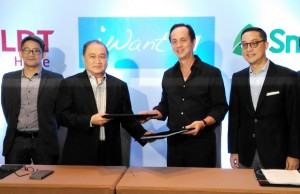 Photo shows PLDT and Smart chairman Manny V. Pangilinan (2nd, left) with ABS-CBN chair Eugenio Lopez III after the signing of their collaboration in Bonifacio Global City in Taguig City