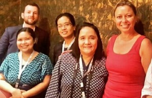 Shane Minogue (left), senior analyst for Australia and New Zealand at IDC, and Isabelle Paradis (right), founder of Hot Telecom, with Manila journalists during the 12th Asian Carriers Conference in Mactan, Cebu. Photo credit: Jay-anne Encarnado