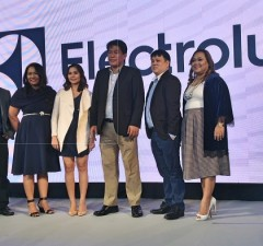 Photo shows Electrolux Philippines general manager Nelson Cabanban (3rd, right) and country marketing manager Andrea Pionilla (right)
