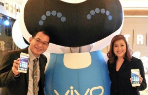 Vivo Philippines vice president Hazel Bascon (right) and product manager Mark Cuevas display the new selfie smartphone -- Vivo V5, which sports a 20-MP front camera
