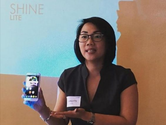 Alcatel Philippines country manager Charlotte Koa displaying the Shine Lite smartphone