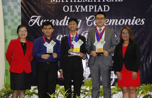 After finishing 2nd runner up behind Kyle Patrick Dulay of PSHS– Main Campus (second from left) and Farrell Eldrian Wu of MGC New Life Christian Academy (second from right) in last year's PMO, Albert John Patupat of DLSU Integrated School (center) claims the top prize this year. Also in the photo are Mathematical Society of the Philippines president Marian Roque (left), and DOST-SEI division chief Ruby Cristobal (right)