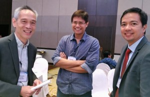 Dr. Carlos Primo David, executive director of PCIEERD (right), is shown with two participants during a break in the DOST's 2nd National R&D Conference at the Manila Hotel on Feb. 15