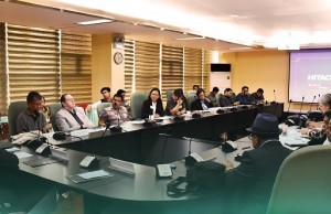 DOST secretary Fortunato dela Peña (foreground) leads a roundtable discussion on artificial intelligence organized recently by the Philippine Council for Industry, Energy and Emerging Technology Research and Development. Photo credit: PCIEERD