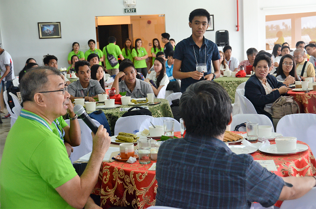 DOST secretary Fortunato dela Pe?a holds a dialogue with science scholars from Calabarzon during the recent ?Science for the People? conference in Bay, Laguna