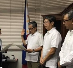 New DICT undersecretary Monchito Ibrahim (2nd from left) taking his oath of office before DICT secretary Rodolfo Salalima (left) at the DICT Office in Quezon City. Also in photo are outgoing undersecretary Jorge Sarmiento (2nd from right) and assistant secretary Carlos Caliwara. Photo courtesy of Carlos Caliwara