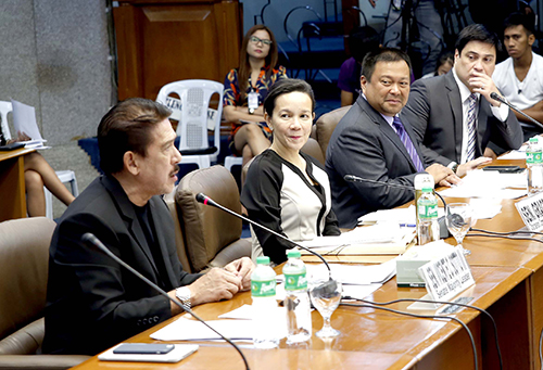 Sen. Grace Poe (2nd from left), chair of the Senate Committee on Public Services, listen to Sen. Tito Sotto (left) during an inquiry into the accident that claimed the lives of 15 students from Bestlink College of the Philippines last February 20, 2017