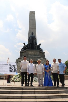 Photo shows proponents of the app during the launch at Rizal Park in Manila