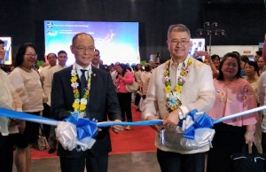 DOST secretary Fortunato T. de la Pena (right) and Budget secretary Benjamin E. Diokno opened the 2017 National Science and Technology Week held from July 11 to 15 at the World Trade Center in Pasay City