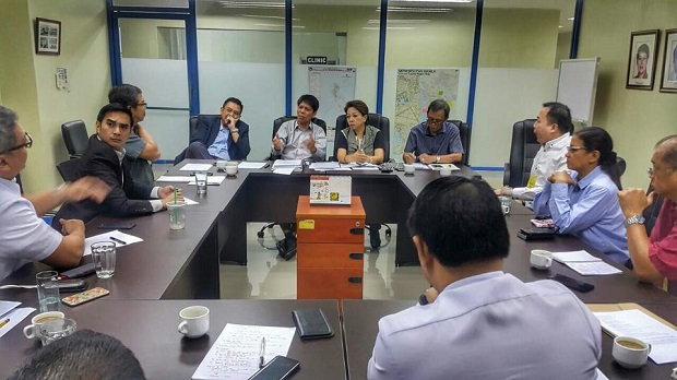LTFRB officials meeting with executives from Uber, Grab, and uHop. Credit: Uber PH regulatory head Yves Gonzalez