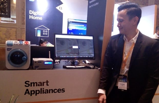 An SAP representative explains one of the applications for its latest suite of IoT solutions at the exhibition space of the SAP Asian Innovator?s Summit on August 17 at Shangri-la Hotel Makati