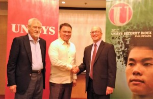 Unisys executive John Kendall (right) poses for a photo opportunity as he shakes hands with DICT assistant secretary Allan Cabanlong of the DICT. Looking on is Peter Wallace, founder/head of the Wallace Business Forum