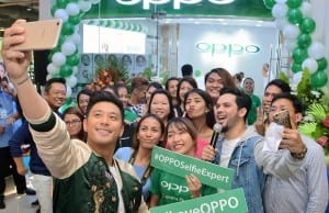 Photo shows Oppo brand ambassador Rocco Nacino taking a selfie at Oppo's new concept store in Ayala Center Cebu