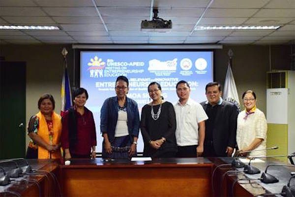 Signing the MOA were CHED Chairperson Dr. Patricia B. Licuanan (3rd from left) and Miriam College (MC) Vice President for Academic Affairs Dr. Maria Lourdes Q. Baybay (4th from left).